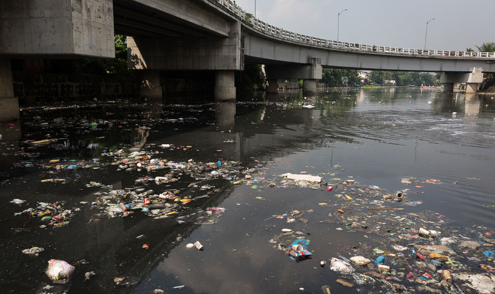 trash river manila