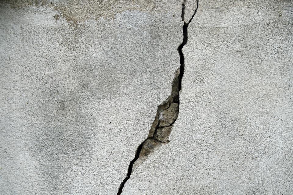 crack repair basement