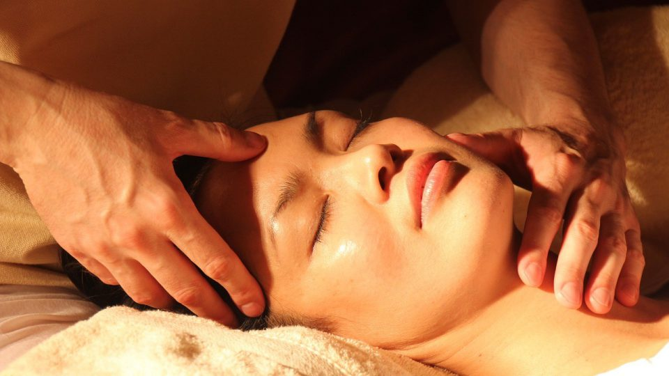 how to perform swedish massage
