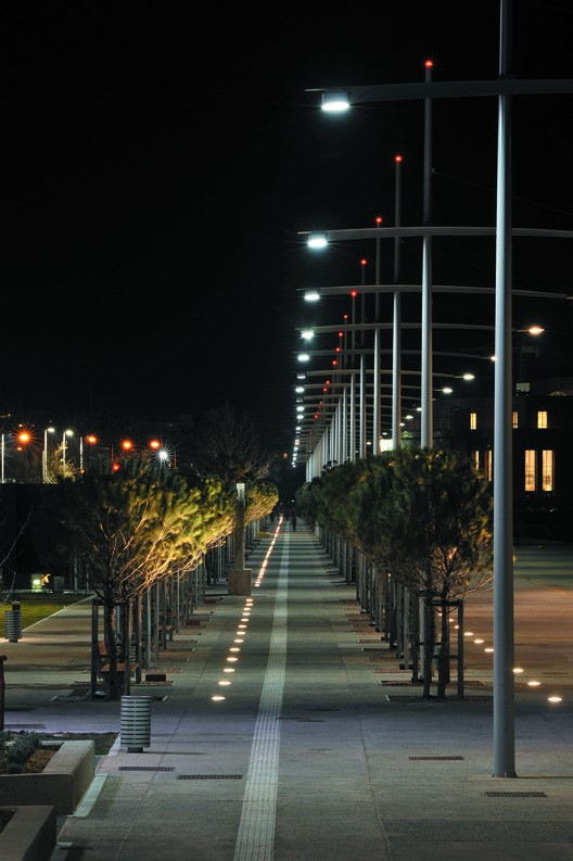 benefits of solar street lights