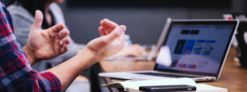 how to outsource application management