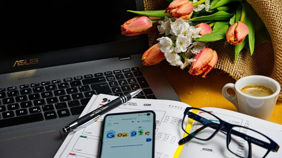 Things to Consider Before Buying Flowers to Your Coworker